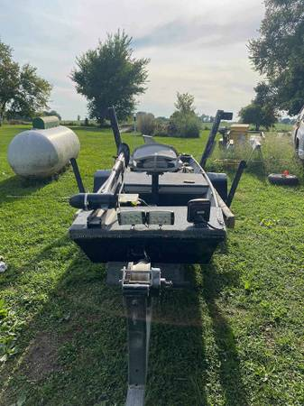 Photo 1999 Lowe Jon Boat for sale with trailer - $1,200 (Amoret)