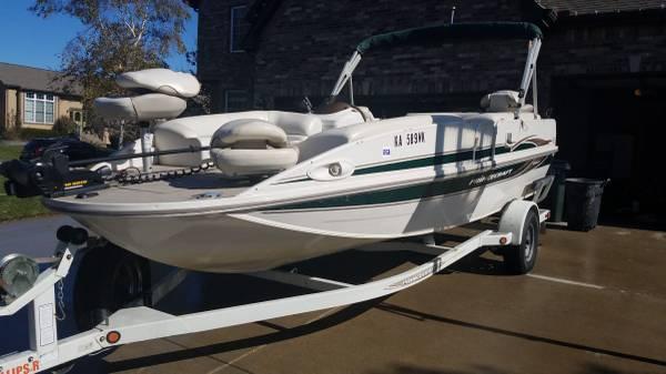 Photo 19 Foot Princecraft Ventura Deck Boat(2005) - $15000 (Overland Park)