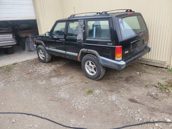 Photo 2000 Jeep Cherokee parting out (Independence)