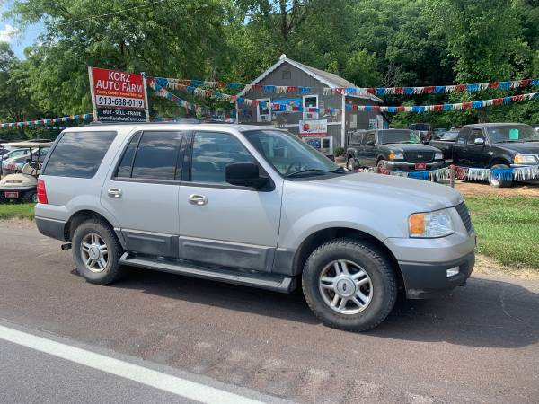 Photo 2004 FORD EXPEDITION XLT - 4X4 SUV  ONLY 180K MILES  THIRD ROW - $4,450 (Shawnee, KCKS, 7 Days a Week)