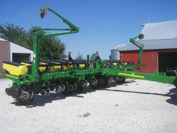 Photo 2013 1760 John Deere Planter - $47,500 (Bosworth, MO)