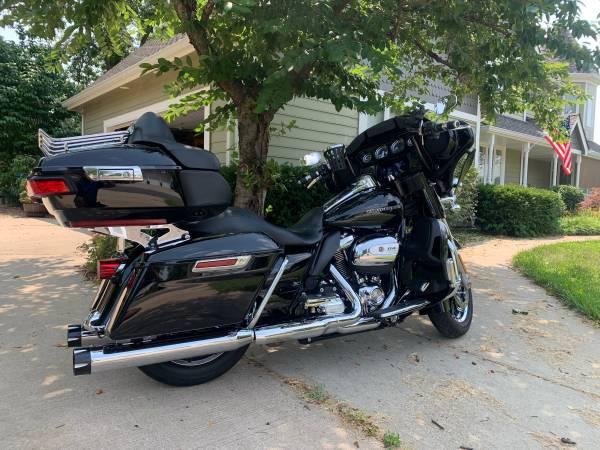 Photo 2019 Harley Ultra Limited - FLHTK - $24,450 (Leawood)