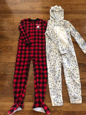Photo 2 Girls Size 12 Onesies in Excellent Condition - $25 (Kansas City North  Zona Rosa)