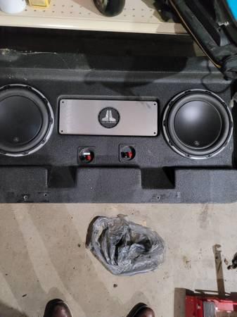 Photo 2 jl audio 12w6v2 subwoofers subs with box - $500 (Lake lotawana)