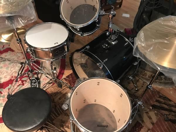 Photo 4 Piece Yamaha Gigmaker 4 piece Drum Set Black Sparkle - $400 (Joes Town 13402 S 71 Hiway)