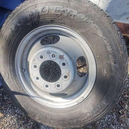 Photo 8 Bolt Chevy Dually 16quot Wheel - $100 (Paola)