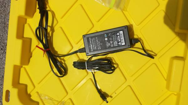 Photo ACDC Power Adapter 12V (2.5A) (Hundreds) - $1 (Belton)