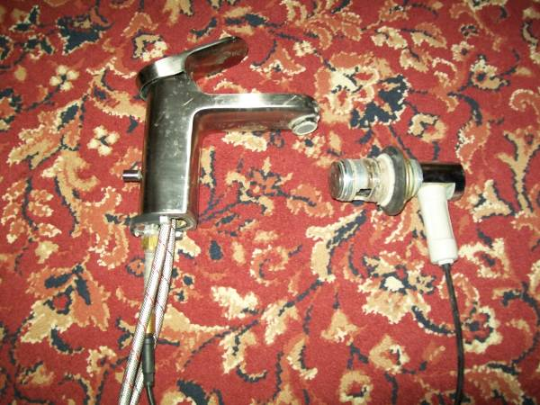 Photo American Standard Single Handle Lavatory Faucet - $10 (kcmo)