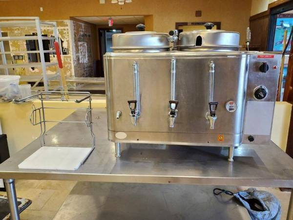 Photo CECILWARE CL100N ELECTRIC COFFEE URN WITH BAG HOLDER - $899
