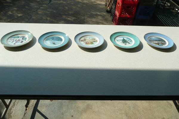 Photo COLLECTIBLE HOLIDAY PLATES from AVON 1975 THRU 1979, BEING SOLD AS A S - $15 (Stilwell)