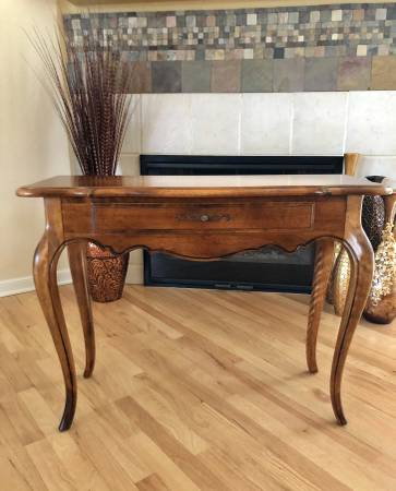 Photo Charmingly Sophisticated Solid Maple Console Table by Ethan Allen - $325 (Olathe)