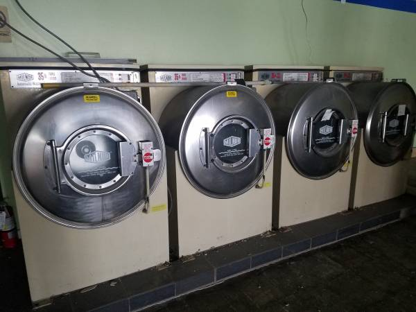 Photo (Coin operated) Milnor 35lb Triple Loader Automatic Washer-Extractor - $900 (Lenexa)