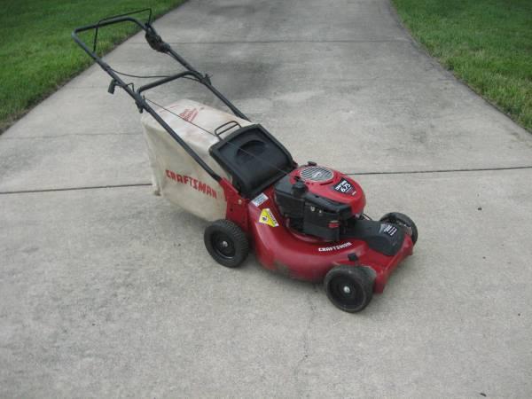 Photo Craftsman Front Wheel Self Propelled Lawn Mower - $190 (Western Shawnee)
