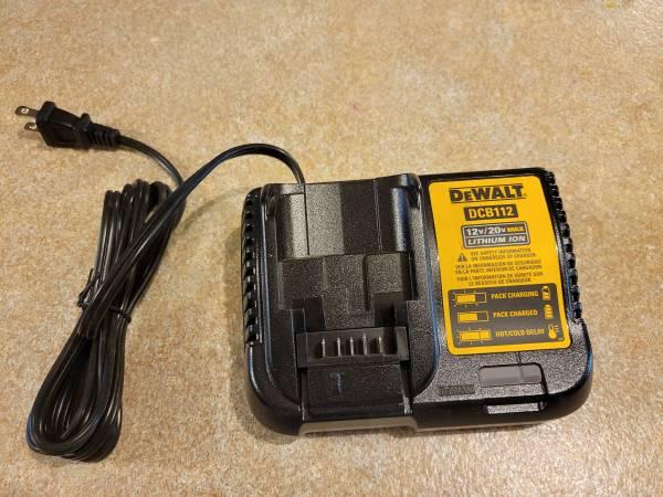 Photo DeWALT 20v12v Battery Charger - $20 (Independence)