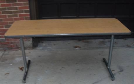Photo Desk or Folding Table Heavy Duty medium size not too big - $50 (south kc,mo)
