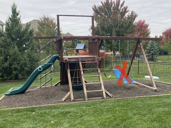 Photo FREE Outdoor Wood Playset (Overland Park)