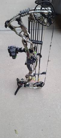 Photo Hoyt Carbon RX-1 Bow - $1,050 (Gardner)