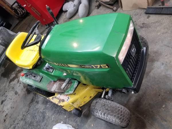 Photo John Deere 175 riding mower w bagger setup - $400 (Leavenworth)