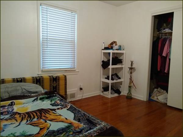 Photo Let me help you to find a GORGEOUS ROOM Available here Amazing 1 BR (Mission,KS)