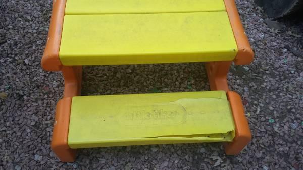Photo Little Tikes picnic table (Shawnee)