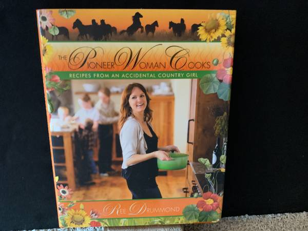 Photo NEW The Pioneer Woman Cooks Ree Drummond Cookbook - $10 (Shawnee)