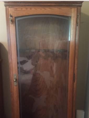 Photo Oak Wood Cabinet Locking Glass Front Holds 12 - $70 (Olathe)