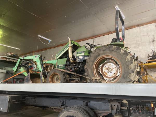 Photo Parting out 4 wheel drive DEUTZ ALLIS 5220 tractor with loader - $1,234 (Leeton)