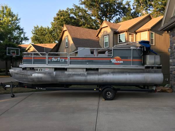 Photo Pontoon boat for sale - $4,500 (Olathe)