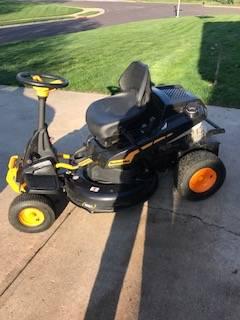Photo Poulan riding mower 30 inch deck - $450 (Overland Park)