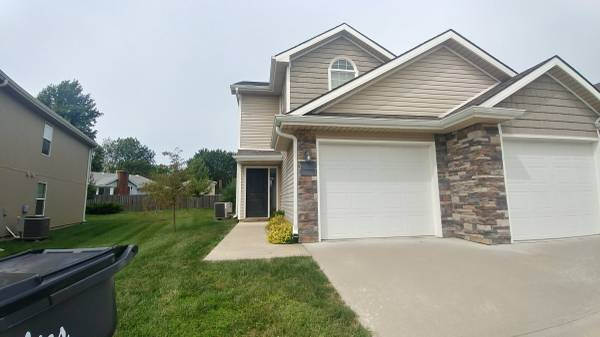 Photo Roommate Wanted - 3 Bdrm 2 12 Bath Townhome (Blue Springs)