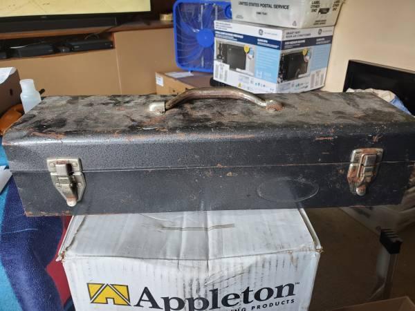 Photo Small tool box w tray - $5 (shawnee ks)