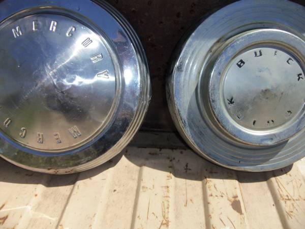 Photo Three Dog Dish Hubcaps all different - $10 (Kansas City Ks.)
