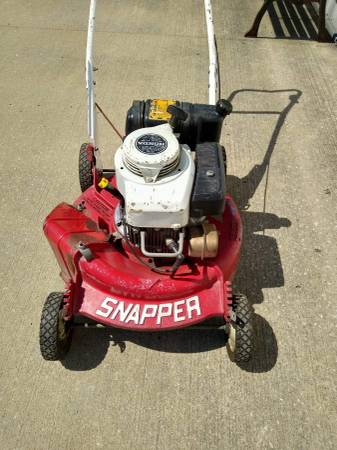 Photo VINTAGE SNAPPER PUSH LAWN MOWER w HONDA MOTOR  COMMERCIAL BUILD - $165 (Independence)
