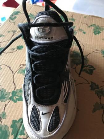 Photo Vintage Air Max Nike39s 8.5 - $10 (Raymore, MO)