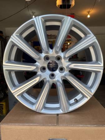 Photo Volvo New Take Off factory wheels - $425 (Edwardsville)