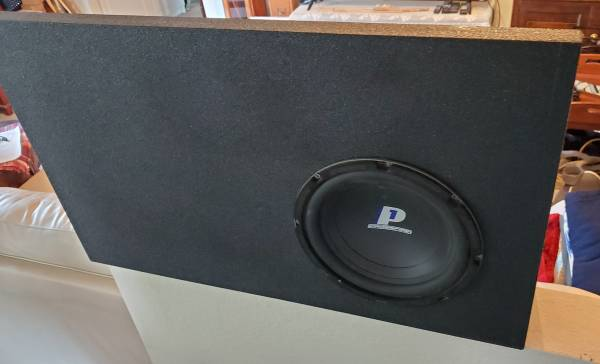 Photo 10quot Subwoofer in Custom Box - $100 (Anchorage)