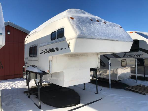 Photo 2000 NORTHERN LITE 9.6 FOUR SEASON TRUCK CAMPER FOR LONG BED - $9,995 (Wasilla)