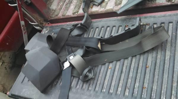 Photo 81-87 chevy seat belts black - $50 (kasilof)
