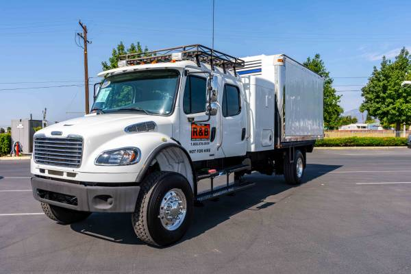 Photo Freightliner 4x4 Flatbed with quick mount 14 ft Box - $85,000 (Fontana)