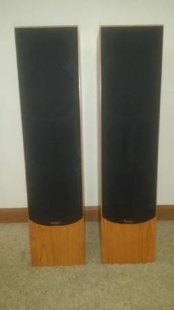 Photo Paradigm audiophile speakers- like new - $400 (Anchorage)
