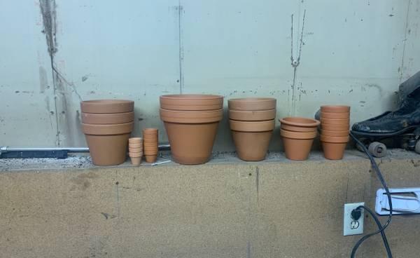 Photo Stack of ceramic pots - $20 (Anchorage)