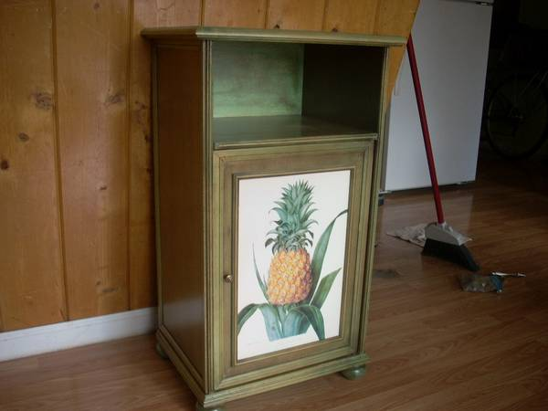 Photo Tommy Bahama tropic green pineapple bedside nightstand - $255 (Rogers Park Court)