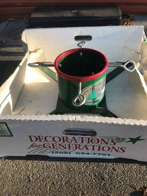 Photo Tree Stand Sturdy Metal Heavy Duty Christmas Tree Stand Price Slashed - $25 (ANCHORAGE)