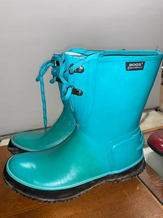 Photo Womens Bogs Insulated rain and snow boots size 7 - $30 (Eagle River)