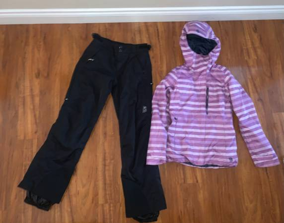 Photo Womens Mountain Hardwear snow pants S Mountain Hardwear ski jacket S (Eagle River)