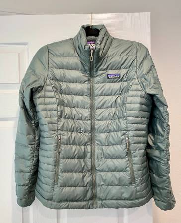 Photo Womens Patagonia Down - $60 (Sterling)