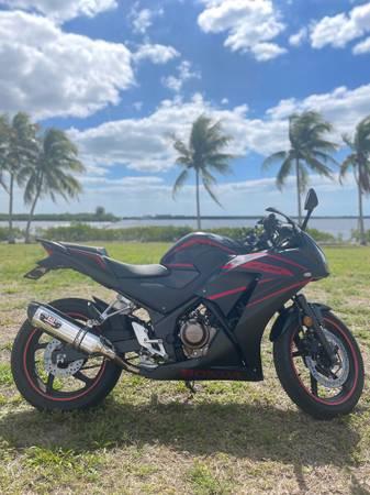 Photo 2019 Honda CBR300R - $4,000 (Cape Coral)