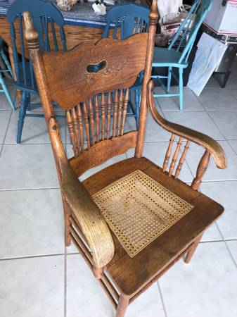 Photo Antique Victorian Spindle Back Oak Arm Chair - $100 (Key Colony Beach mm 53.5)