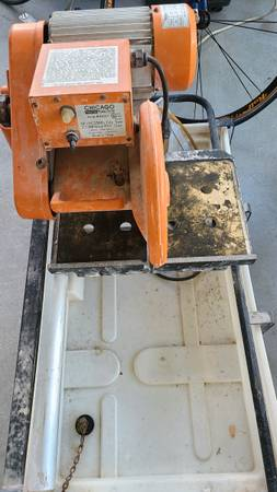 Photo Chicago Electric 10quot Tile Saw Wet Saw 2.5 hp - $150 (Matlacha)
