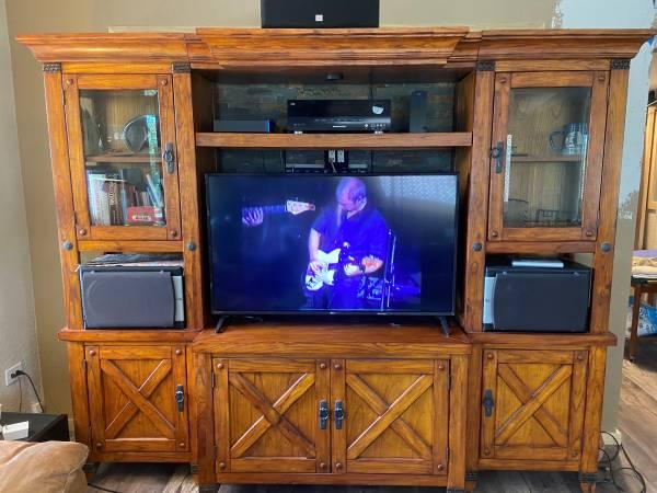 Photo EXPANDABLE Entertainment Center for BIG SCREEN TV - $500 (Key Largo)